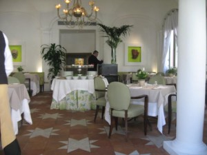 Inside De Russie restaurant