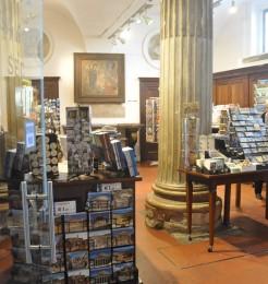 Souvenir shop - Piazza di Santa Cecilia, 22 - Rome - Italy