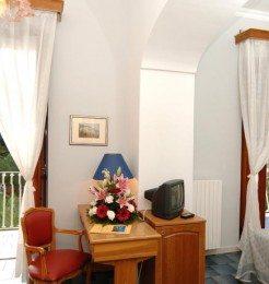 Hotel-la-Bussola-Amalfi-bedroom Featured Image