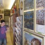 Souvenir shop next to St. Peter's Basilica