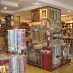 Galleria S. Pietro shop is next to the Vatican
