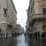 The pedestrians take over Via del Corso for an evening and afternoon stroll