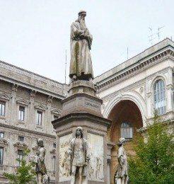 Piazza-della-Scala-Milan_featured